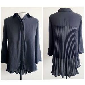 RW&CO pleated flowy blouse
